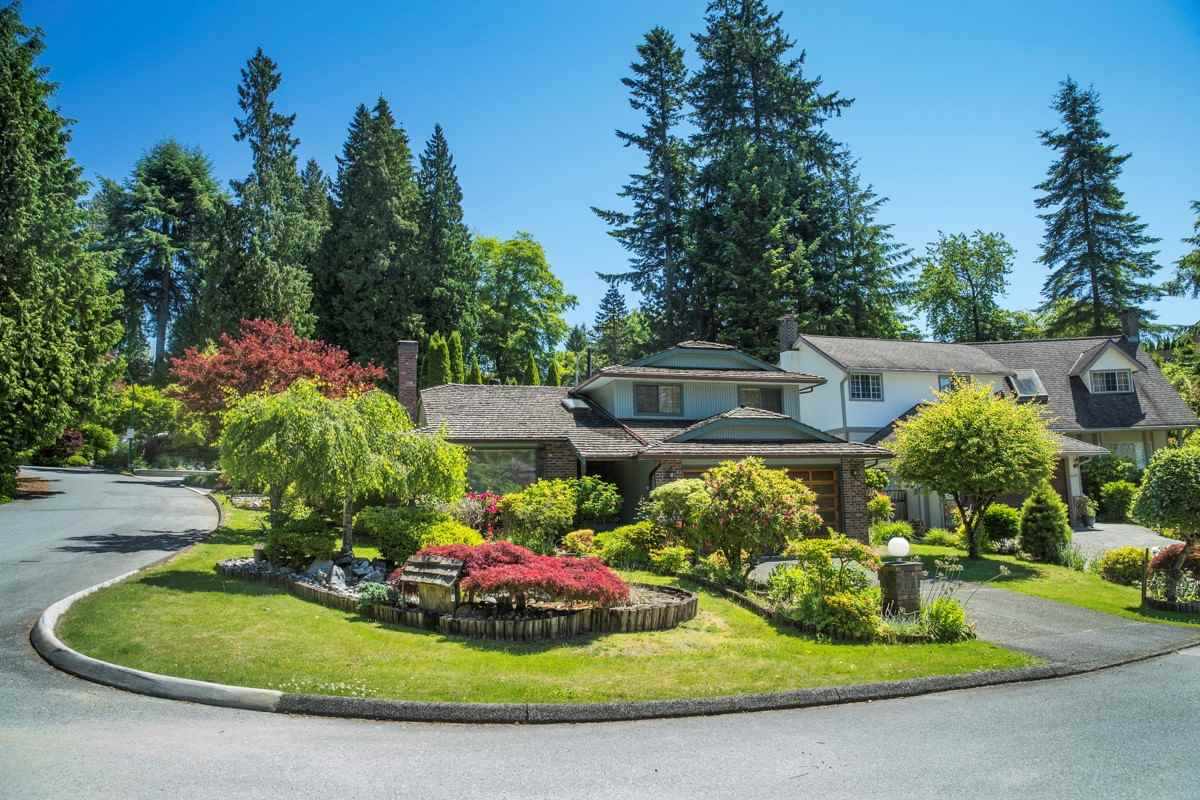 Fantastic 6,000 +/- sqft corner property situated on a quiet cul-de-sac in the heart of Capilano/Edgemont neighbourhood.  Meticulously maintained 2,000 +/- sqft home over 3 levels offers gorgeous Maple flooring, open plan living room with fireplace & dining room that leads into a gourmet kitchen with high-end appliances & separate eating area. Upstairs are 3 bedrooms including master with walk-in-closet & en-suite! Lower level features large family room with fireplace. Entertainment sized private patio surrounded in total privacy with lush, mature trees & foliage, impeccably landscaped grounds ? complete serenity!  Close to Edgemont Village shopping & near Capilano Park, walking trails, Murdo Fraser Park & tennis courts & golf, Capilano Suspension Bridge & Grouse Mountain. Bus transportation to Downtown & easy access to the highway!