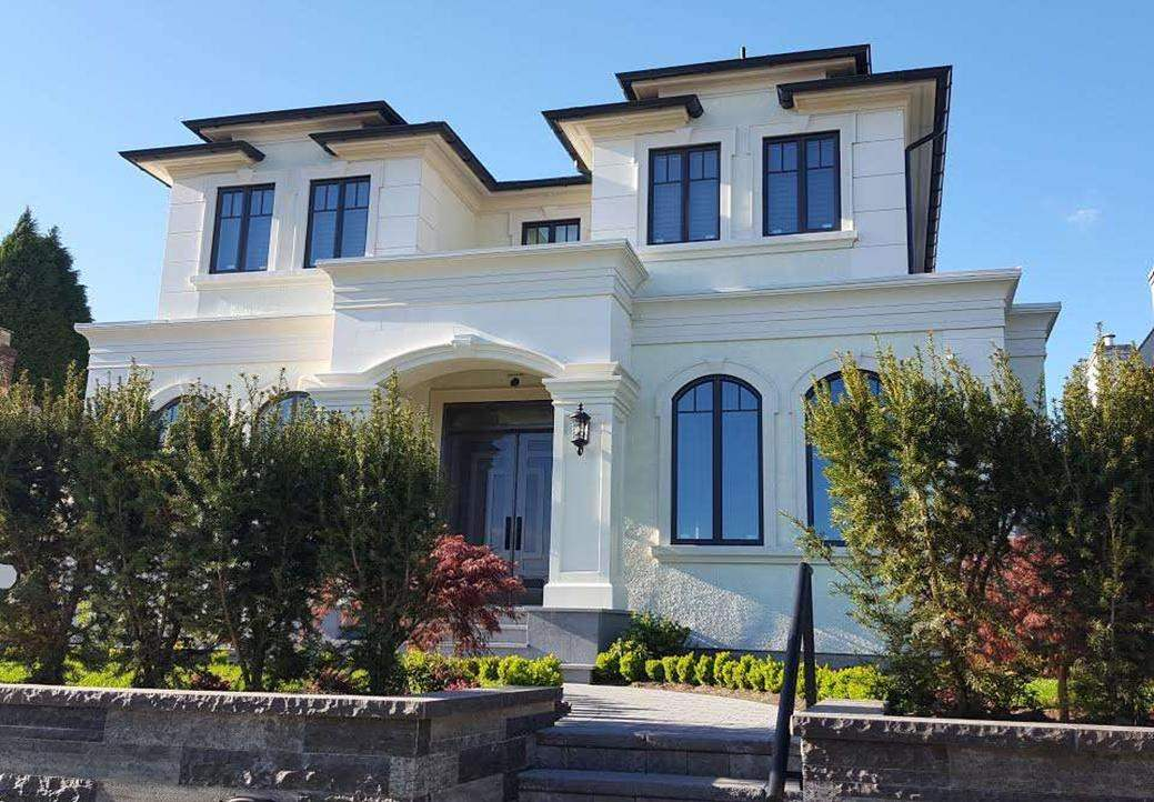 """VIEW OF MOUNTAINS & CITY ! DIFFERENTLY """" ONE OF KIND """". TRULY AMAZING CLASSIC NEW HOME IN MOST PRESTIGIOUS ARBUTUS LOC. 4,700 SQ.FT OF LUXURIOUS LIVING AREA SITS on high side street with Beautiful landscaped lot almost 50' x 150'. STEPS AWAY FROM TRAFALGAR ELEM. & PRINCE WALES HIGH. CLOSE TO YORK HOUSE, ST. GEORGE'S & CROFTON PRIVATE SCHL, UBC.This exceptional home offers supreme finishing give a feeling of luxury & modern living. High Ceiling, open plan layout, hardwood flr thru out, stunning spacious design, open gourmet kit w/high-end cabinetry & top off line appliances as MIELE, large center island & granite counter top. 5 bdrms & den, 7 baths, HOME THEATRE, TATAMI RM., WINE CELLAR, STEAM BATH, SAUNA, HOME SMART SECURITY SYM, RADIANT FLR HEAT, A/C, HRV, SOUTH-FACING & PARK LIKE GARDEN. MUST SEE!"""