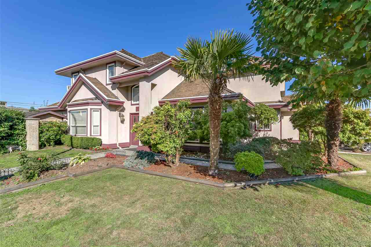 Fantastic family home with the best location. Steps from the Golf Club and Tsawwassen Mills shopping mall, Within easy reach to South Pointe Academy as well. Featured with 5 bedrooms and 3 bathrooms, functional layout and lots of natural light, new carpet. Don't miss out on this lovely family home.