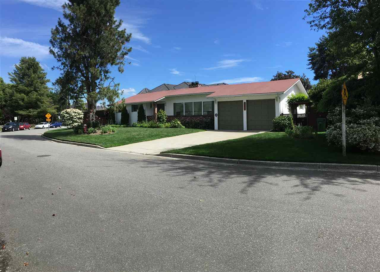 I) CORNER LOT: 71.49 X 155, 9152 Sqft, South facing back yard, there is no power line, ditch in front of the house. 2) GOOD LOCATION: Besides the Blundell Park, 5 minutes walk to Blundell shopping Center (banks, restaurants, farm markets, London drug Mark, Safeway etc; 3) NEW DECORATION: kitchen, fire place, floor, painting, laundry, toilet, fridge etc. 4)SCHOOS: 5 minutes Walk to Blundell Elementary; London-Steveston Secondary. BC Assessment:$2,146,500.