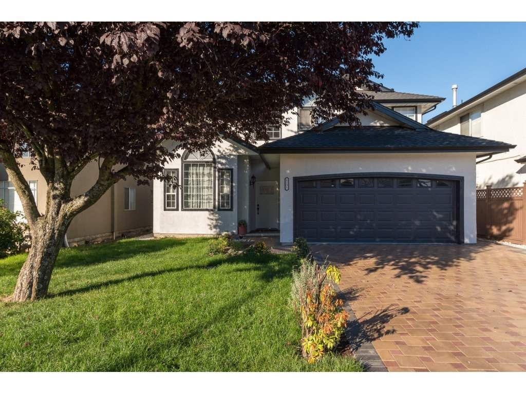 Beautiful, 5 bedrooms plus downstairs den.  Like new,  home shows pride of ownership. Everything renovated inside out.  Just move in. New roof, new driveway pavers and backyard patio pavers. Centrally located/ West connector. Come and see to be amazed!OPEN HOUSE SUN 29TH OCT 2-4 P.M.