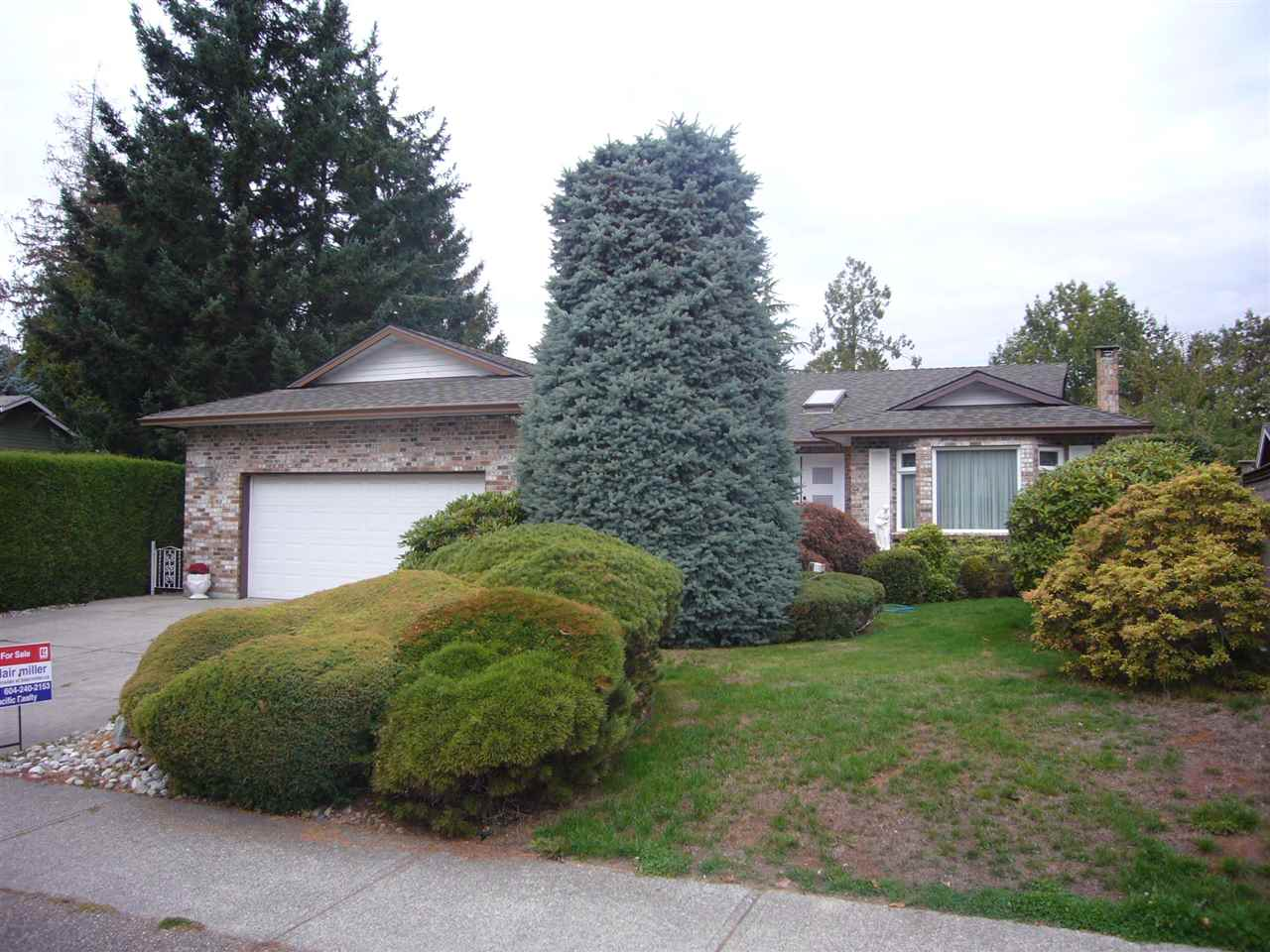 Original owner Southmere 3 bdrm rancher of 1,700 sf. on a full size (7,174 sf lot) backing west, onto parkland. Extremely well maintained since new and all generous room sizes throughout. Great privacy in the lush rear yard. Furnace 12 yrs / HW tank 7 yrs / roof 7 yrs. Oversize double garage. These are becoming a rare find.