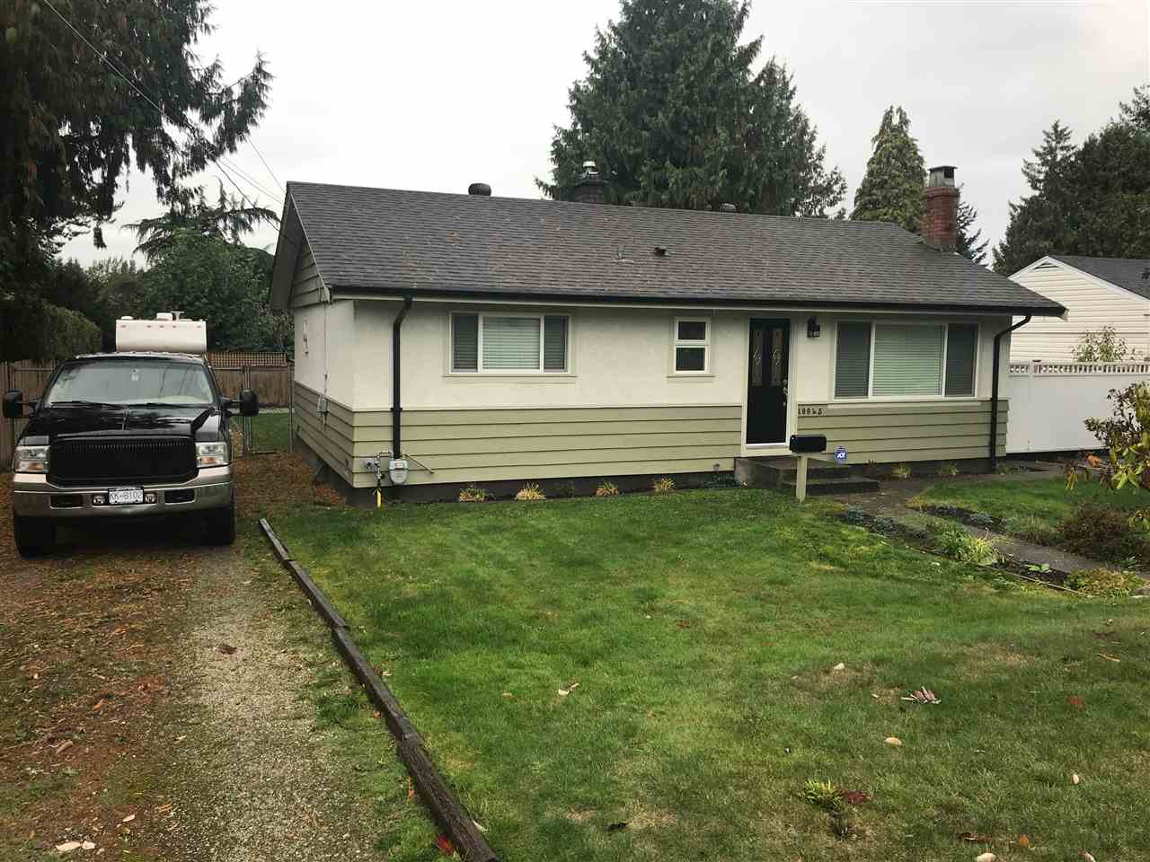 Located in sought after St. Helen's Park neighbourhood, you will appreciate this cozy 3 bdrm rancher on a huge 70x120 ft lot with detached garage/workshop, private fenced & gated backyard. Two driveways to the property, can accommodate multitude of vehicles plus a RV or two. Renovations over the years renovations include, newer; kitchen with maple cabinets and quartz countertops, bath with heated floor, laminate flooring, doublepane windows, paint, roof & gutters. Detached garage/workshop has 220v power. Ready to move in and enjoy....Great home for residence or build new if you prefer.