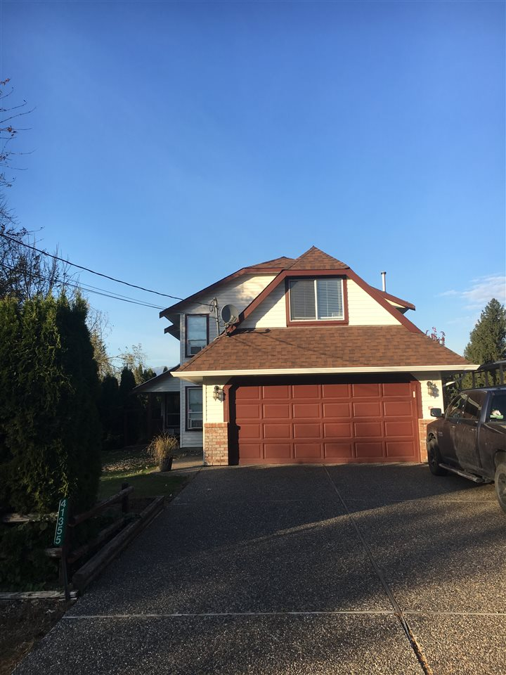 Great 2 storey home in central Yarrow location, 4 bedrooms plus games room, room for RV parking. Large garden area, seperate older shop good for gardening tools/lawn tractor.