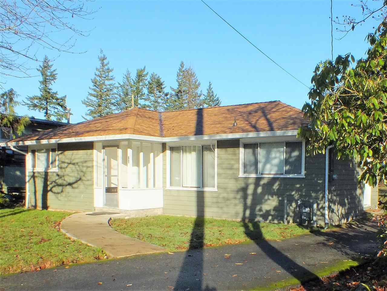 NICELY RENOVATED TWO BEDROOM & 1000 SQ FT RANCHER WALKING DISTANCE TO SCHOOLS, GOLF, REC FACILITY AND DOWNTOWN CORE. LARGE 62X122 MULTI-FAMILY ZONED LOT AND LOCATION MAKE THIS THE PERFECT HOLDING PROPERTY FOR INVESTORS, 1ST TIME HOME OR RETIREMENT PURCHASE. BACK YARD IS EASILY VEHICLE ACCESSIBLE AND WOULD MAKE A GREAT PLACE TO BUILD A SHOP OR GARAGE AND CARRIAGE HOUSE COMBO. NEW ROOF EARLY 2017, REFURBISHED HARDWOOD FLOORING, RECENTLY RENOVATED KITCHEN W/CUSTOM CABINETS, BATH WITH SIDE BY SIDE TUB AND SHOWER AND HIGH EFFICIENCY GAS FURNACE - RARE LISTING UNDER 400K READY TO MOVE INTO. MAGNIFICENT MOUNTAIN VIEWS.