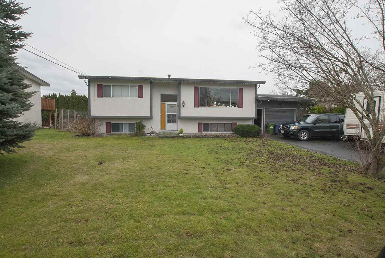 A family home in the desirable Fairfield Island! This 4 bedroom house situated on a 75' x 106' lot. (.19 acre), and includes a 14' x 21' garage, fully fenced yard, and a covered deck. Close to schools and parks and only 10 min to the hwy. Currently rented to a great tenant who would like to stay. Call now to book your private viewing.