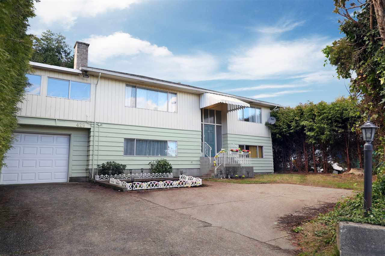 A well maintained, great revenue property zoned RM1 duplex lot. Live in or rent now & build later. Minutes to Point Roberts, Boundary Bay, shopping centre. Come and view it yourself. First showing & public open on Sat. & Sun. Feb. 10 & 11, 2-4PM.