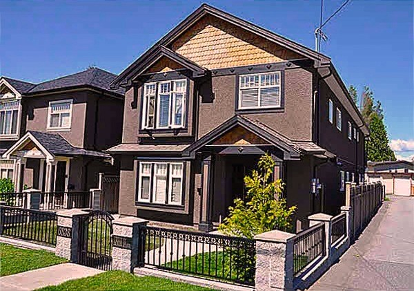 On a long corner lot of the quiet core Highgate neighbourhood, this quality built house features 4 bdrm & 9ft high ceiling with crown mouldings on bright upstairs, full laminate, granite countertop at bathrooms & kitchen, SS appliances, maple cabinets with a pantry. Big porched sundeck overlooking huge fenced & powergated backyard with double garage house. Two side by side 2 bedroom suites on main floor each with own entrance, kitchens, laundries & security alarms could be potential mortgage helpers. Full house radiant heat with fuel efficient tankless water heater. Schools, Edmonds Recreation Centre & Highgate Village Mall are in walking distance.