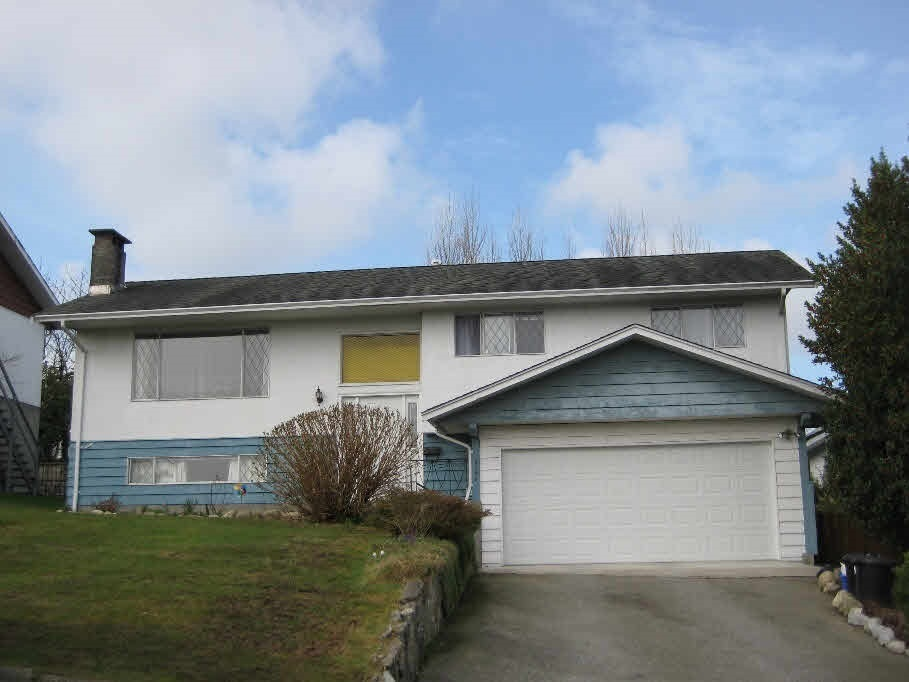 INVESTOR ALERT! VANCOUVER SPECIAL! Well maintained home and totally renovated in 2008, facing Glen Park on high street with lot 8,280 sqft in Forest Glen area. 46 years, 2,112 sqft inside finishing area, 4 bed & 2.5 full bath, 2 kitchen, 4 parking lot, easy rent basement with private access, renovated sundeck with aluminum covered roof at backyard. Convenient & nature-surrounded living condition, close to Metrotown, few min walk to Deer Lake Park. Act fast, won't last!
