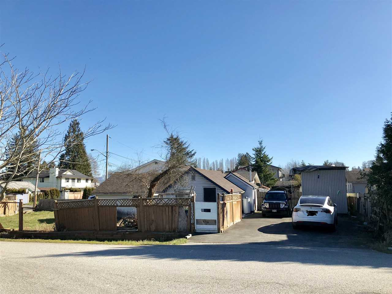 Great corner quiet building lot. Close to skytrain, school, Bridgeview Community Centre. 3 years old roof and heat water tank. Easy access to highway 17, highway 1A/99, Pattullo Bridge. 30 mins drive from Vancouver. Sold as is.