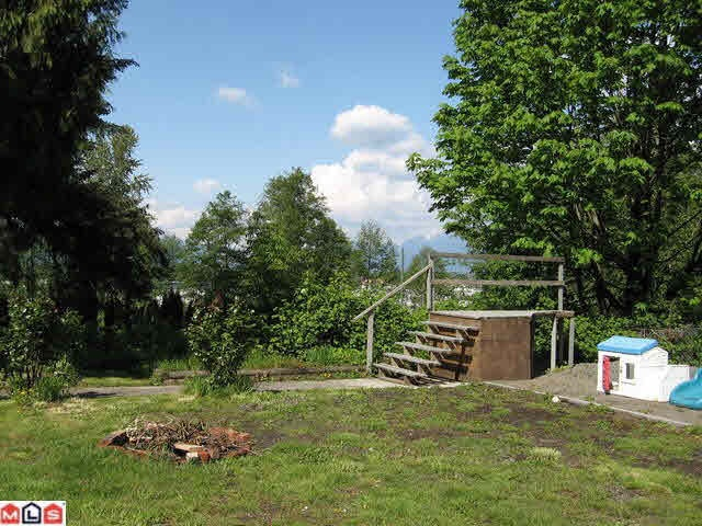 Very good land of 0.99 Acre in Port Kells! The property is in quiet area with great yard. Easy access to Hwy 1 and Golden Ears Bridge. Good investment in the future!