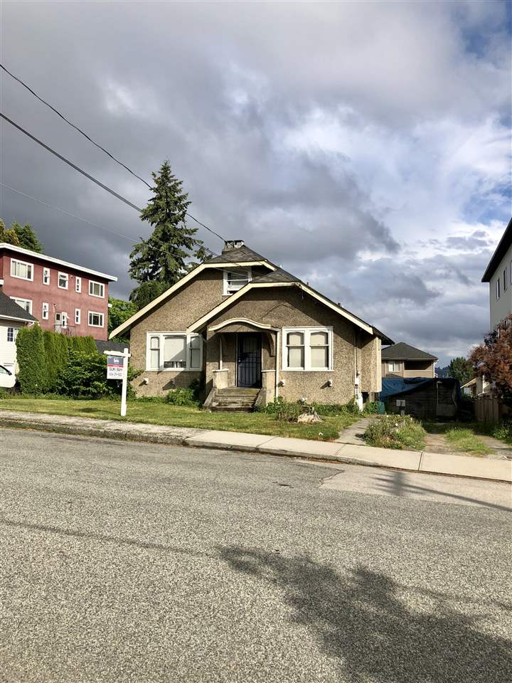RARELY AVAILABLE!!! Duplex lot home all ready for you to build. Home sits on large 8167 lot. 66x124' in West End New Westminster. Perfect lot with no trees or oil tank. RT-1A zoning, potentially for higher density. THIS WILL DEFINITELY NOT LAST!!!