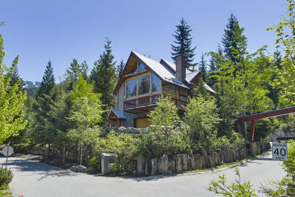 Breathtaking Custom Ski In Whistler Chalet! Perched high up on an elevated corner lot w/ dramatic 30ft vaulted ceilings & stunning mountain views! Outstanding open floor plan rare to find! 4 bedrooms w/ one on the main, 3 full baths & over 600 sft of usable space on the lower level not included in square footage perfect for the kids to play, media space or a gym. Enjoy spectacular light, fir floors throughout, fir doors & trim throughout, massive windows, gourmet kitchen, spa bathrooms, west coast wood fireplace & private backyard w/ sun drenched patio & hot tub! Double car garage & tons of storage! Located in Bayshores, 1 min to Creekside Gondola, 2 min to Alfa Lake & 5 minute drive to the Village!
