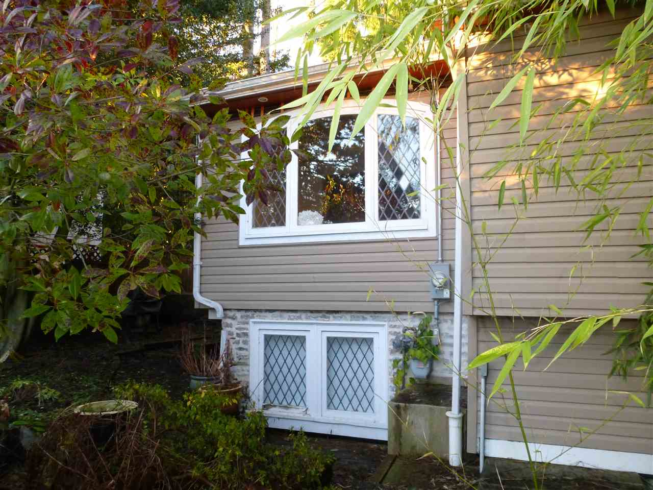 Build Your Dream Home with legal suite & ocean view! Permits in place allowing you to get to lock up stage by Sept 2018. Choose not to build now? This level entry 3 bedroom, 2 bathroom renovated home is located in West Vancouver steps away from schools. Features beautifully gated wrought iron entry, leaded glass windows & foyer which opens out to the large living room. Private yard fully fenced perfect for BBQ and entertaining. Kitchen has granite counters and quality stainless steel appliances. All measurements of importance to be verified by buyer. Call for more information today.