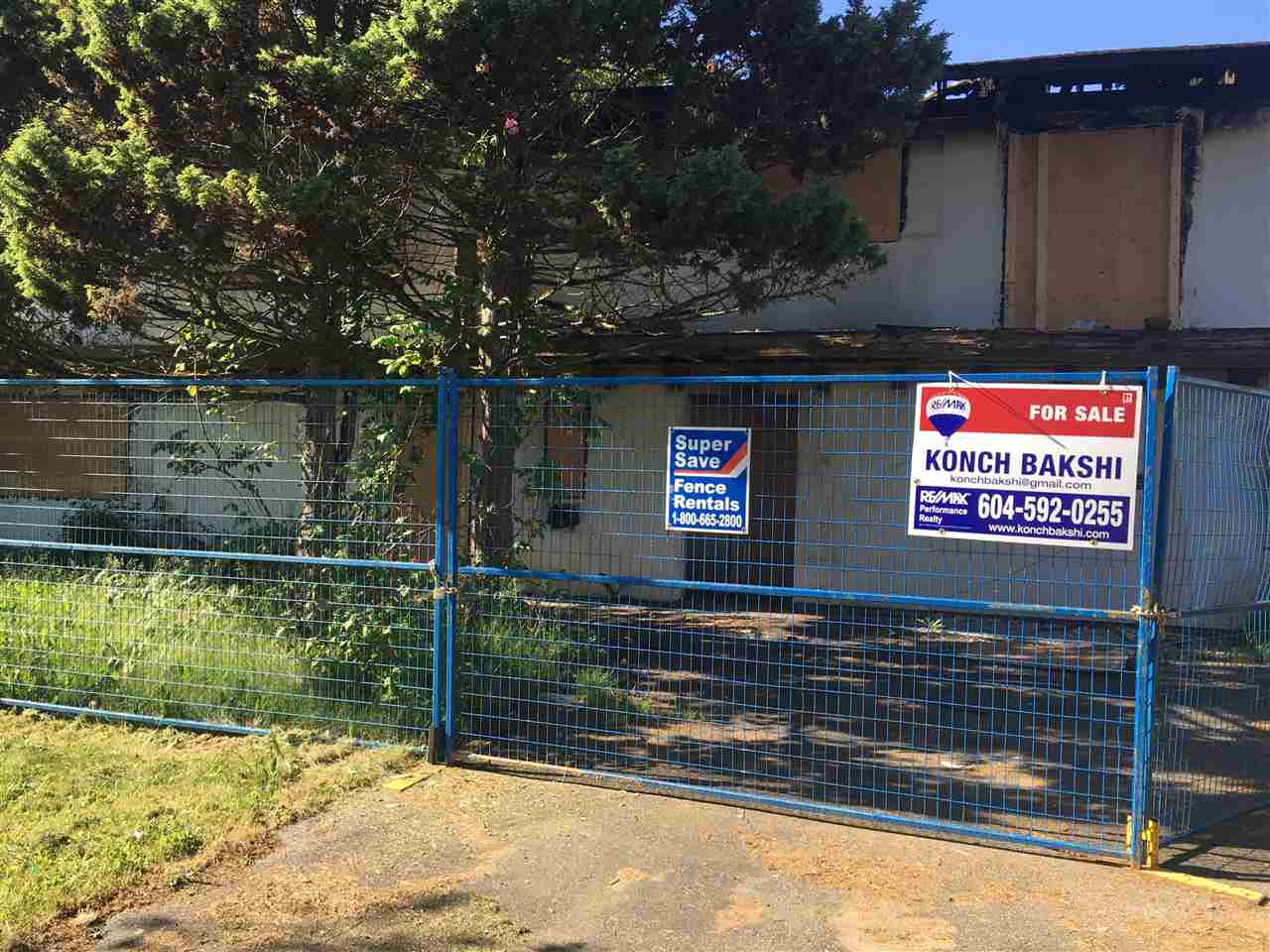 """To be sold """"AS IS"""". House has extensive fire damage. Great large  lot for building new family home. Quiet cul-de-sac backing onto school in a great neighborhood.  Measurements to be verified by Buyer if deemed important. Please do not trespass onto property."""