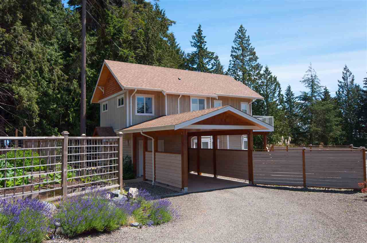 Build by Bowen's own reputable developer this 6yr old modern 3 Bedroom House is practically new with remaining Home Warranty. Over looking the Golf Course and expansive views of the Ocean, you'll never stop being amazed. In prestigious Cowan Point, this property is neighbouring a creek, golf course, trails, beaches, and only 13min drive to some of the most outstanding restaurants in Greater Vancouver. This open concept south facing home sits bright year round with premium finishings: German Hardwood, Wool Carpet, BlueStar Gas Stove. Best of all, communal water service & sewage. No septic/water tanks. The Property is fenced in for privacy, pet and children play. This beautiful property would be priced upwards $3 million on the other side of the pond. Don't miss out. OpenHouse Nov.17 11a-2p.