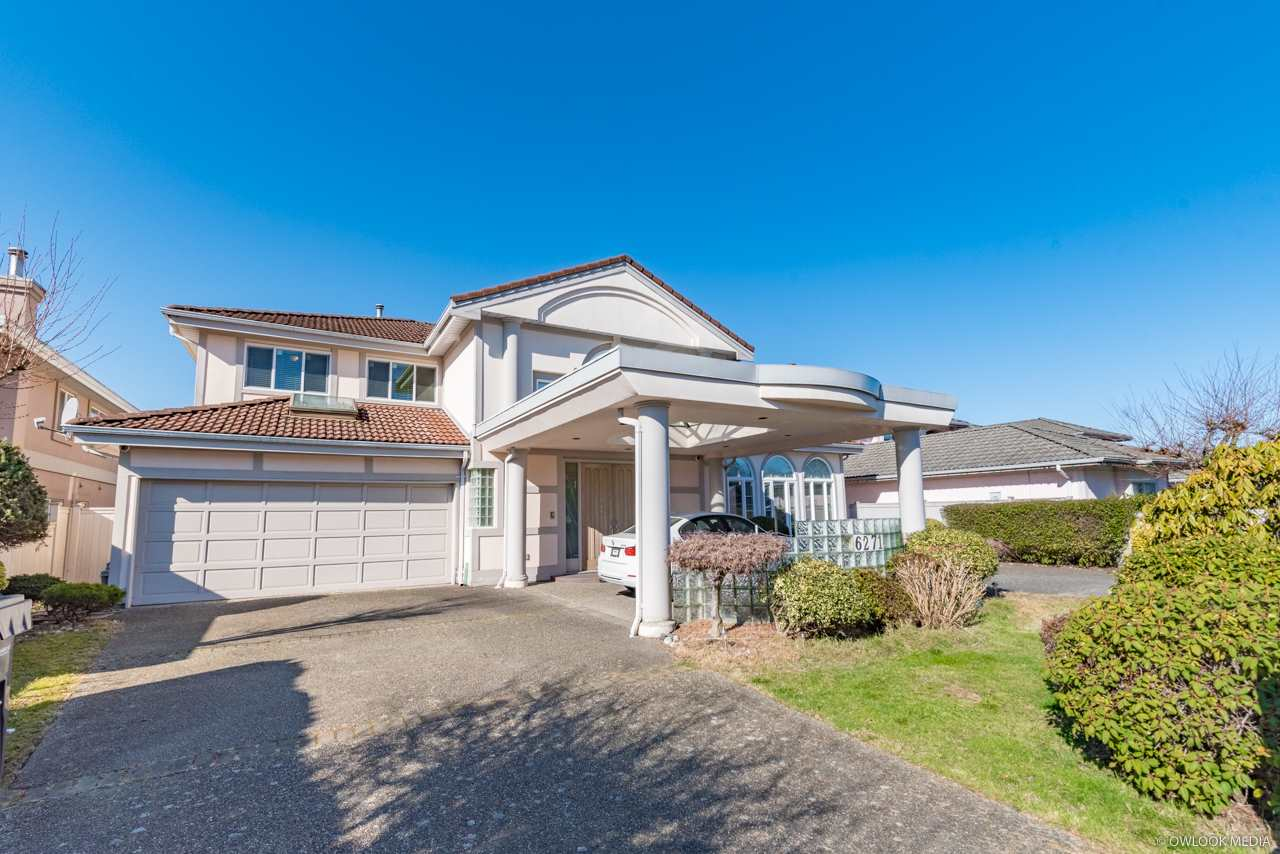 Rarely find over 4,000' house with 70' frontage for 2 gates, easily drive in & out. Great floor plan included 4 huge size ensuite bedrooms on the upper floor. Huge sized Master Bedroom with Walk-in & extra closet. Another bedroom on the main floor to entertain your in-laws/guests, provided with full bathroom on the side. Highly secured with rolling up/down gates on the main floor windows. 2nd wok kitchen for heavy gourmet cooking. Designer garden flows with feng shui aspect. Convenient location, couple blocks away from city centre & entrance to Highway. Bernett High & Blair Elementary Schools.