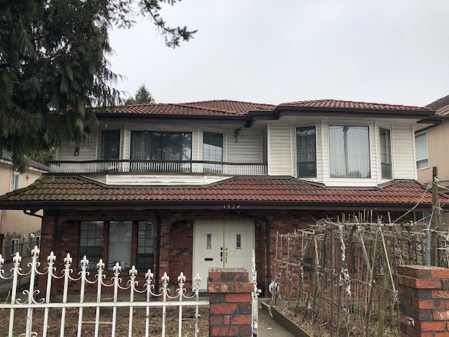 Centrally located area, solid built Vancouver special with large lot 43.65 x. 127.92. 7  bedrooms and 5 bathrooms; Public transit at the door steps. Very close to shopping. All  measurements are approximate, buyer to verify if important.