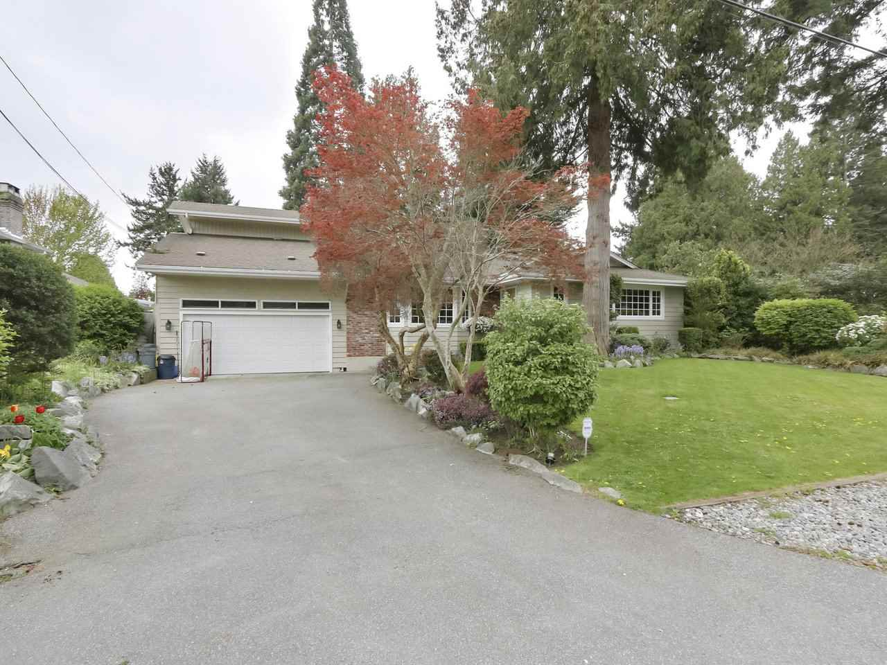 Lovely 3 level split home in the heart of sunny Tsawwassen.  This 4 bedrooms 4 baths family home has lots of storage, generous sized rooms, spacious kitchen with lots of counter and cupboard space. a nice sunny deck right off the kitchen.Good size family room.  upstairs features 4 bedrooms, large master bedroom with vaulted ceiling,  3 piece ensuite with  walking closet. second bedroom includes full ensuite and a cozy solarium.  Nice south facing backyard, a work shop and the list goes on. Book your appointment!!