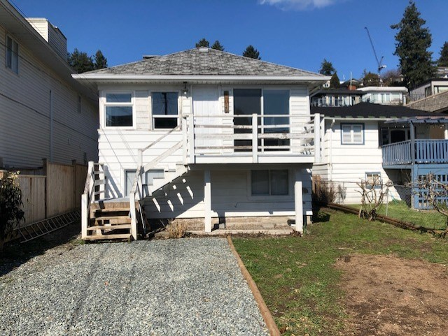 WEST BEACH COTTAGE!  South facing 2 bedroom plus loft. 1/2 blk to the beach, walk to restaurants, shopping & the pier! Great investment - Hold and rent while you plan your dream home. Value mainly in land.