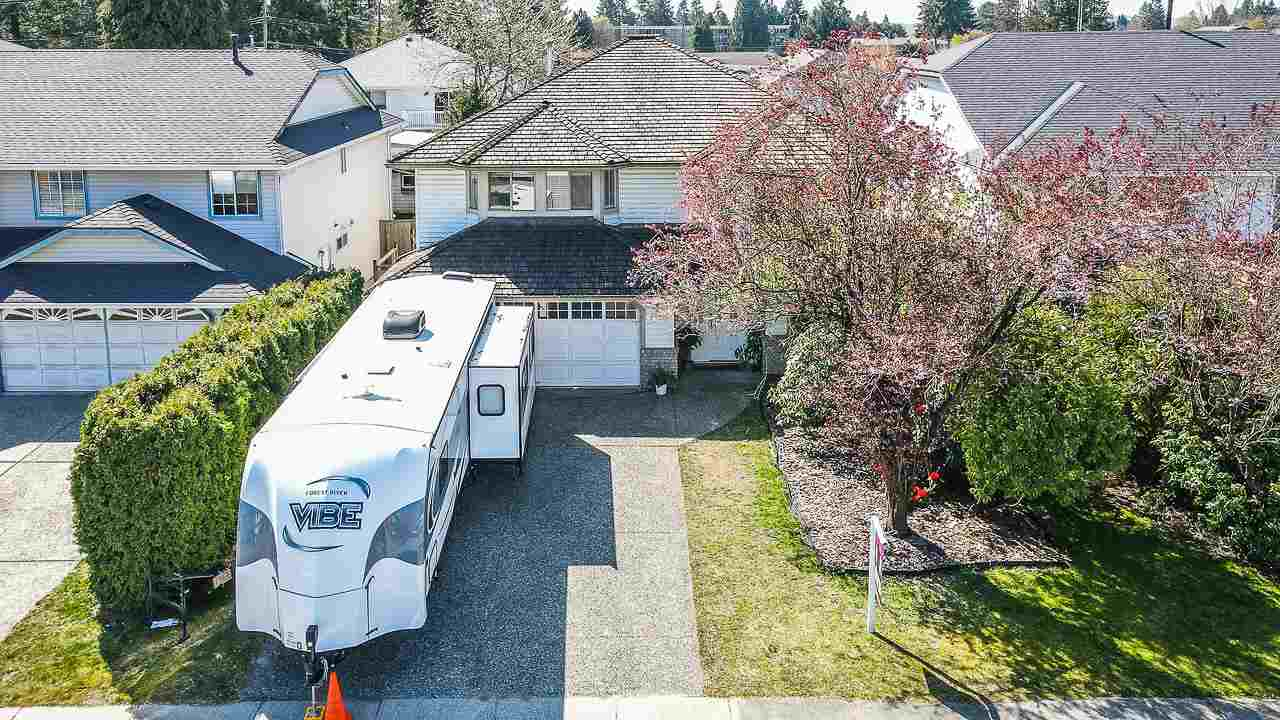 Huge Pitt Meadows Lot. Prestigious Highland Park location, an executive family area in Pitt Meadows. On no through road. Great layout. Lots of beautiful features. Large bright yard. Unfinished basement ready for a suite or your ideas. Showings anytime with your REALTOR