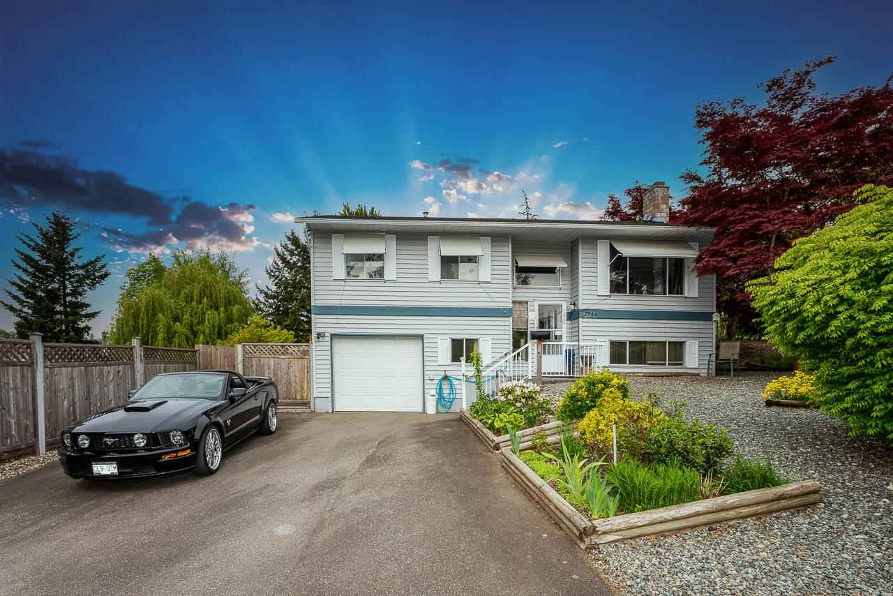 Great family home in great location. 4 bedroom + den home on  very large lot. Maximum potential here.