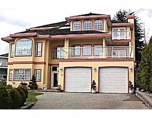 Summit View near Westwood Plateau - 3 level home with gorgeous views. 6 bdrm, op en spacious high ceiling and full walk out finished bsmt on a huge lot over 11,0 00 sq. ft.