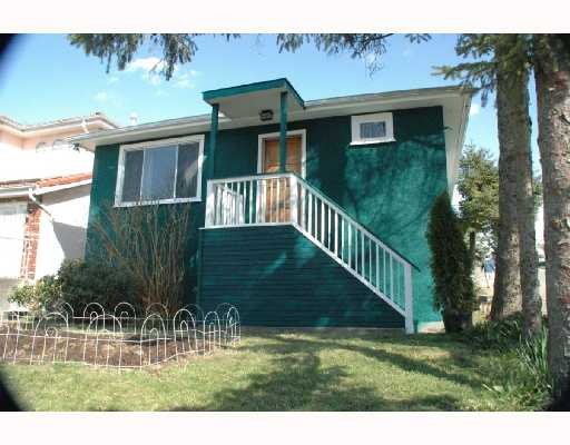 Solid house at the S.W. facing corner. Updating on wiring & plumbing, roof 3 yrs old. New ext. paint, H/W floors up, 2 bdm unauth. suite down. All meas. Approx. Buyer to verify if important. Perfect for 1st time buyer. Won't last, be Quick!