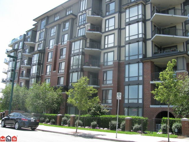 Sussex House - Corner unit facing onto courtyard with N/W exposure, open plan, large kitchen, granite counters, stainless steel appliances, generous size deck with some ocean view. Storage area in unit, area for comp. desk, master bdr. hasB/I's in walk in closet. Shows very well. Tenant occupied. Some notice please. Two underground parking stalls.