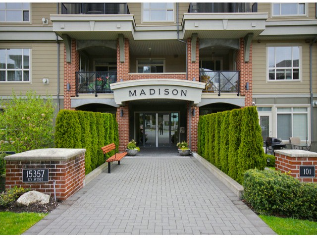 MADISON-Ground floor unit facing quiet courtyard. 2 bedrooms + den & 2 full bathrooms. Open concept, hardwood floors, granite counters, gas stove, high end finishing. Built by Genex. Walking distance to shopping & bus. Parking #9, storage # 4.