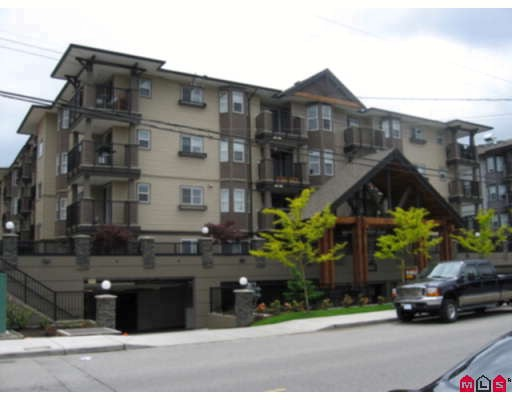 This 2 bdrm 2 bath top floor corner unit is one to see! Located in the Brydon Creek area. Stainless steel appliances, granite counter tops and laminate flooring are some of the features. Living room is wired for Surround Sound.Mountain view from you deck. The Balance of the 2-5-10 warranty is left, building is just 2 years old.