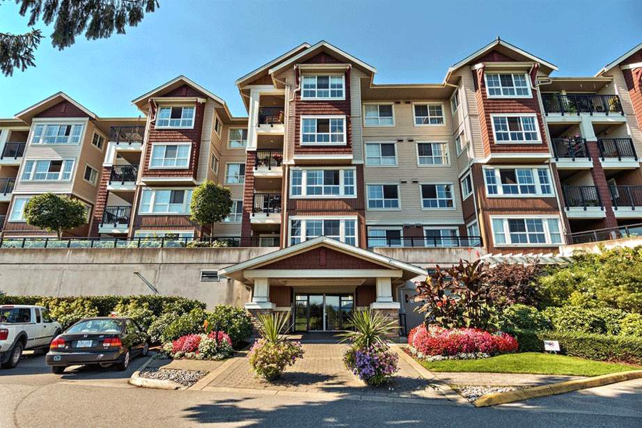 THE FAIRWAYS 1 bedroom and den unit faces south into the landscaped quiet courtyard! Resort-style living with resident's Clubhouse featuring exercise room, sauna, lounge w/kitchen, gym, hobby room and guest suite for out of town visitors. You'll love the bright open floor plan, the kitchen with stainless appliances and tile floors, large over 120 sqft covered deck, large den and big master suite! Maintenance fee of $213.33