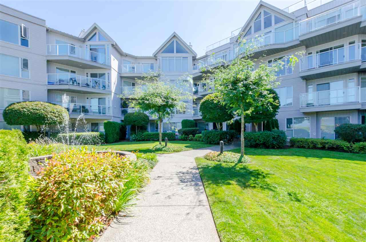 See this fabulous top floor suite today! Completely updated and in immaculate condition! Not a thing to do in this unit except to enjoy lake views and relax. The unit features hardwood flooring, vaulted ceiling, open design, 2 bedrooms and a large deck ready for you enjoyment. Come to see the fantastic suite today!