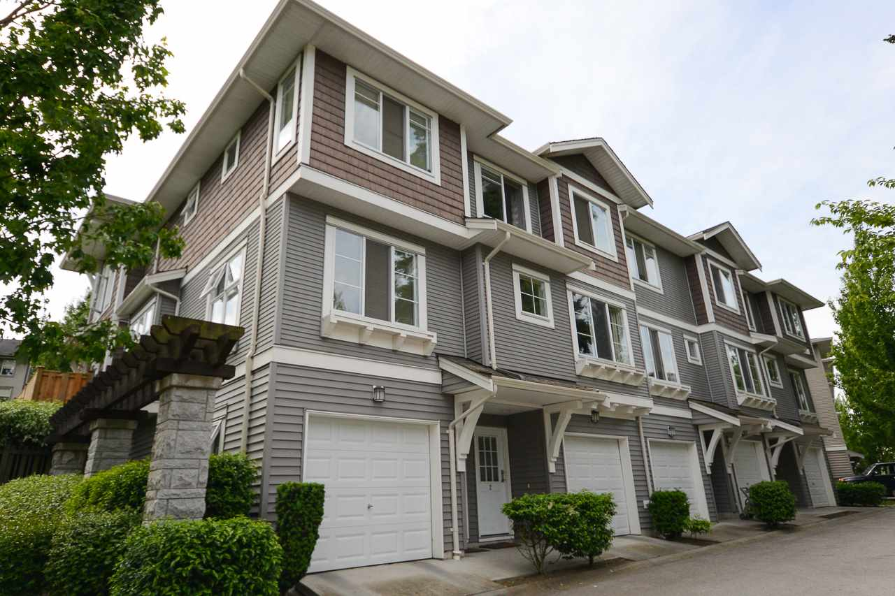 Resort-style amenities that boast 10,000 sq. ft. clubhouse with outdoor pool, state of the art gym, hockey box and hotel style guest suite. Fabulous family oriented complex with tone of greenspace. Home features stainless steel appliances, open concept on main, 3 bedrooms, 2 baths, south facing private yard that opens off the kitchen at grade. Beautiful millwork, crown moulding and updated flooring throughout. Fabulous complex -THE OAKLANDS built by Polygon.