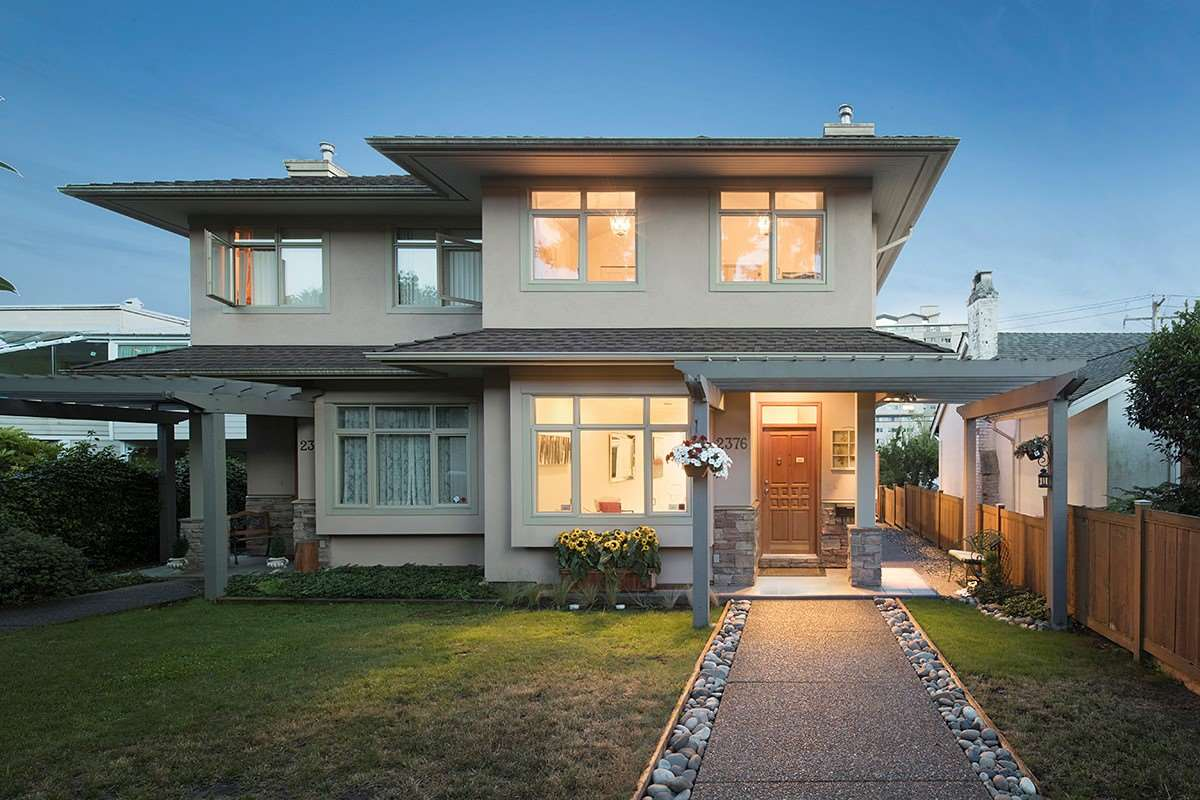Fabulous � duplex located right in the heart of Dundarave on the south side of the street, steps away from the beach & seawall! This bright 3 level 2,190 sqft home offers updated open plan principle living, dining, kitchen & eating area that opens out onto a sun-deck! Upstairs, 3 bedrms including master with en-suite & private deck. Downstairs a separate guest suite, perfect for in-laws or visiting family!! Easy stroll to the Seawall, Dundarave Village, Caf� & restaurants, Rec center, Senior Center, Library, Schools, & bus transit! Minutes to catchment schools: Irwin Park Elementary and West Vancouver Secondary.