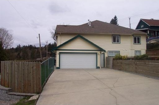 Big half duplex with lots of parking and a suite potential with it's own entrance. Spacious floor plan with big bedrooms, full ensuite and walk in closet. Large garage with lots of parking. Great location.