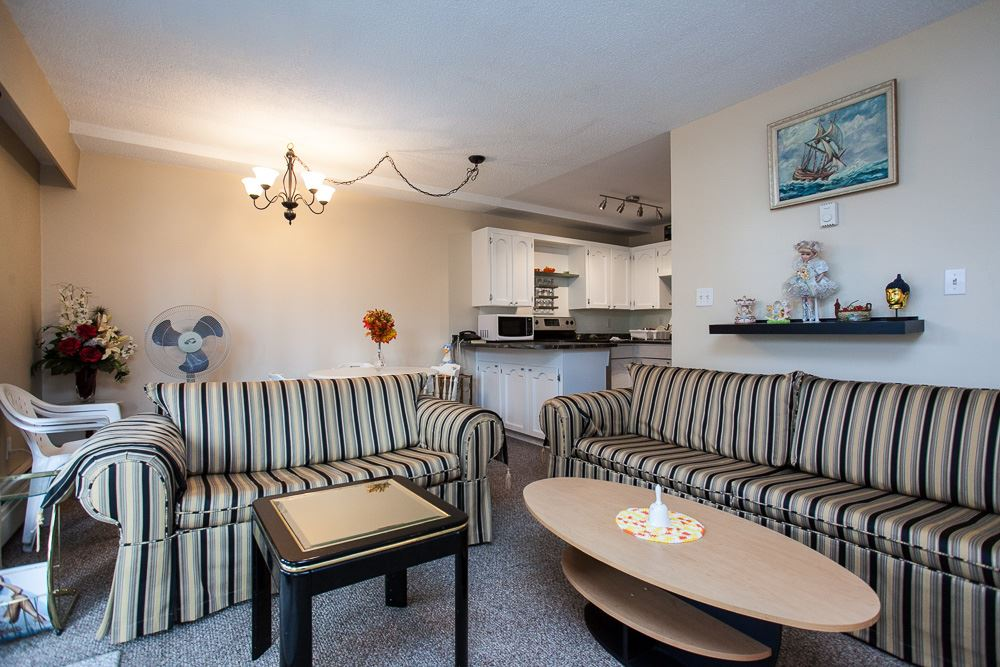 Perfect for a 1st time home buyer or someone who is down sizing. Centrally located 19+ well managed complex. This unit features 1 bedroom/ 1 bathroom, bright living room, spacious kitchen & a good size balcony. Close to schools, shopping, recreation, malls, parks & easy access to freeway.