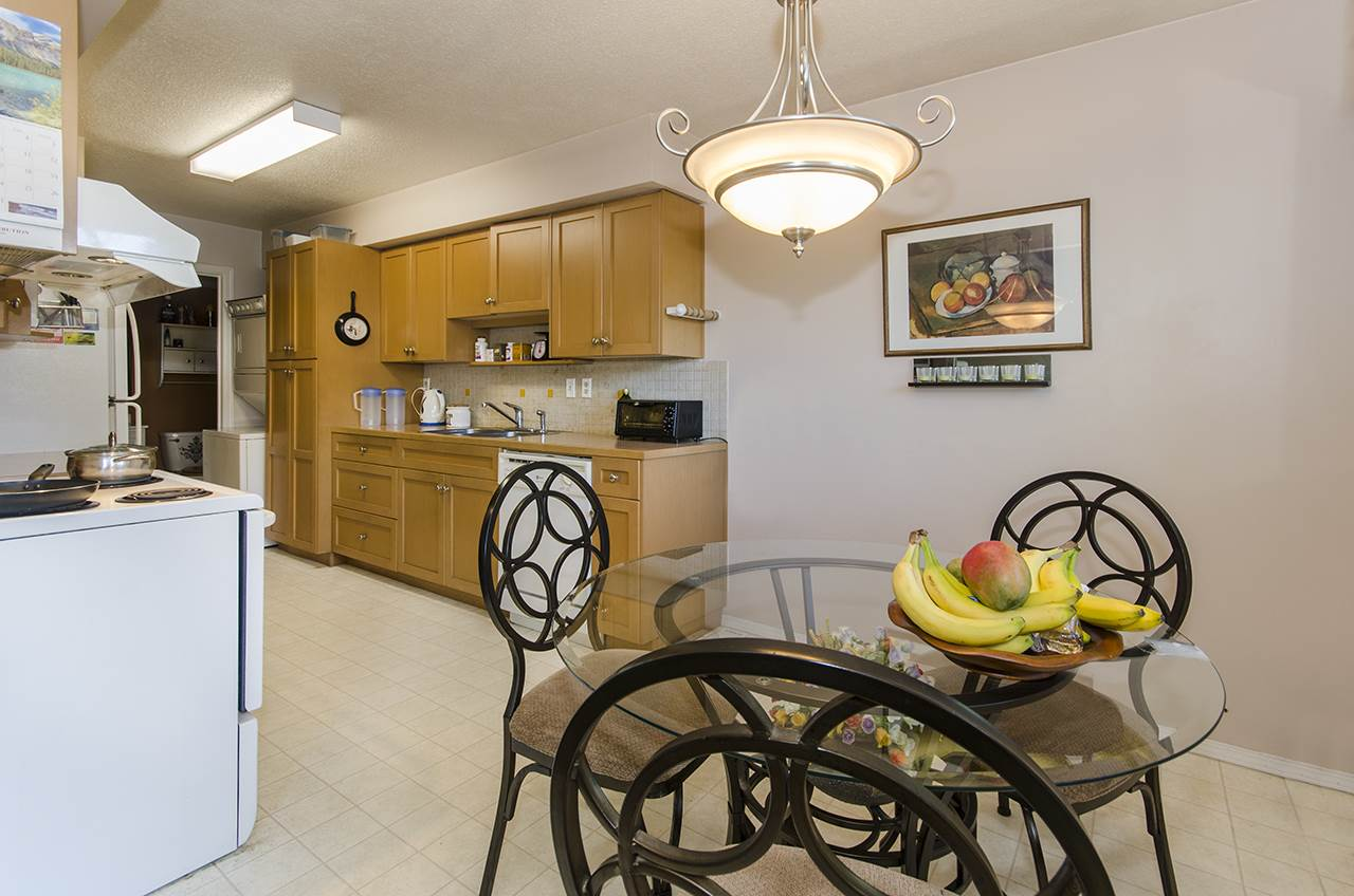 Cozy 2 level 2 bedroom townhouse with fenced yard in a quiet complex of Country Club Estates. Minutes walk to South Arm Community Centre & Park, Whiteside Elementary and McRobert Secondary school(both have French Immersion programs). Close to Broadmoor Plaza. A must see.