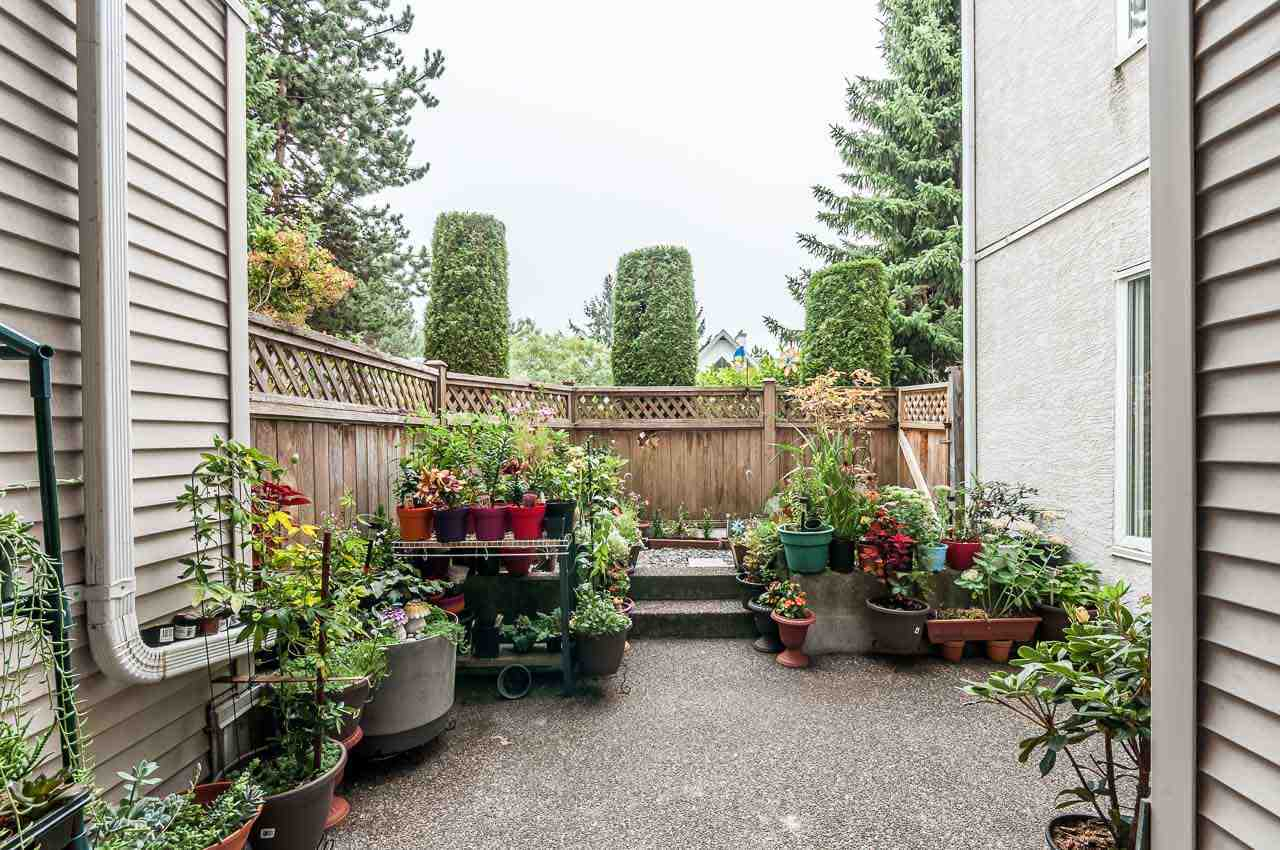 Home Starters Must See! Metro Town apartment, steps away from Royal Oak Skytrain station. Potential opportunity for investors, highly demanded rental area.