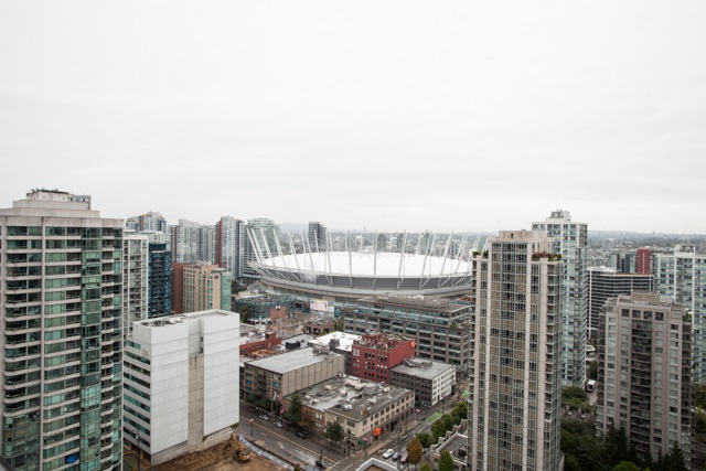 YALETOWN LIVING in highly sought after YP3 Complex. SUB-PENTHOUSE with panoramic view of city & mountains. This amazing one bedroom layout offers impressive views facing Northeast. Oversize end to end terrace over 165 SF of outdoor entertaining space with access from both the bedrooms and the living area. Offer newer S/S appliances, quartz counter tops, designer fixtures . . . steps away from restaurants, shopping district, Canada Line, park & more. This amazing home includes parking & storage locker. Pets & rentals allowed.