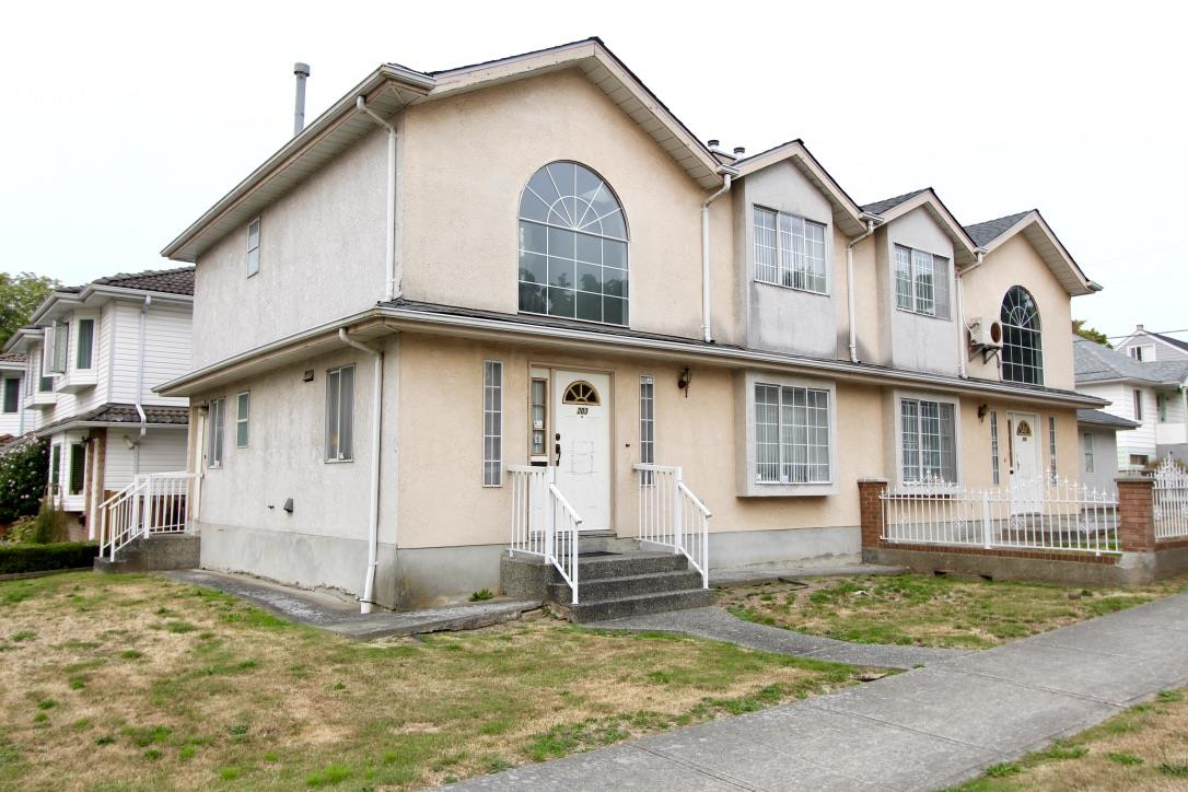 Comfortably spacious side-by-side 1/2 duplex on the corner of East 40 Ave and vibrant Main Street. Bright fully utilized 3 bedroom / 2.5 bathroom layout with 1425 sq ft of functional living area on 2 levels. Conveniently located close to Queen Elizabeth Park, Hillcrest Centre, Langara College & Golf Course, YMCA, and Oakridge Shopping Centre. Schools catchment for Sir William Van Horne Elementary and John Oliver Secondary. All measurements are approximate and to be verified by the buyer.