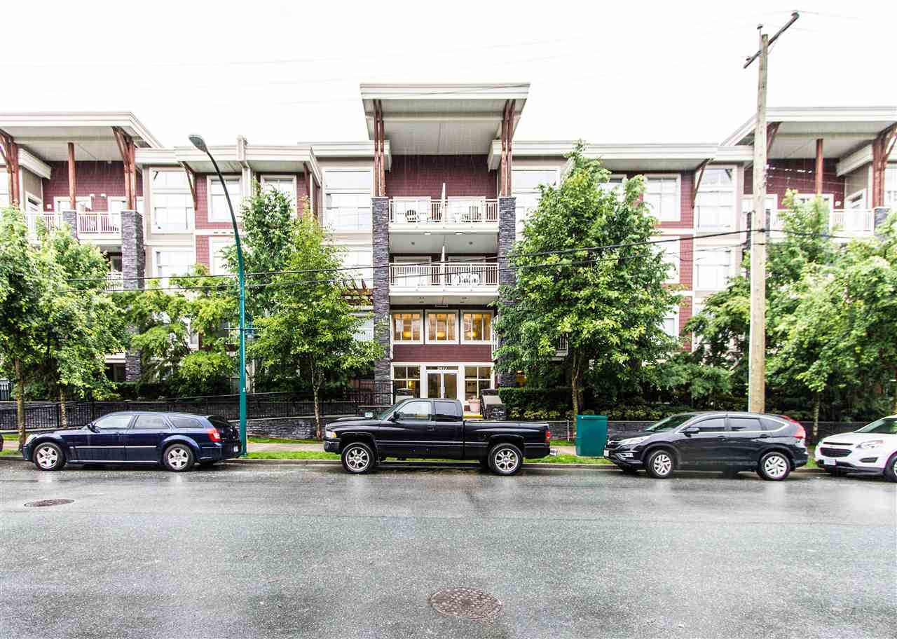 GREAT 2 bdrm + den, 2 bath unit of almost 1000 SQFT in SOUTH VERDE, located in the fantastic DOWNTOWN AREA of Port Coquitlam, walking distance to schools, Gates Park, shopping, and transportation. Features modern, open layout w/ big kitchen, dining area, large Mbdrm w/ WI closet, 2nd generous sized bedroom, and versatile den space. Nice finishings incl LAMINATE FLOORS AND GRANITE COUNTERS. Full ensuite in Mbdrm. South facing unit for lots of sunshine. Building amenities including exercise centre, meeting room, media room, and plenty of bike storage. Be quick, this won't last long! Visit the INTERACTIVE 3D open house tour at the multimedia/virtual tour tab!! Open House Sun Oct 1 1-3pm.