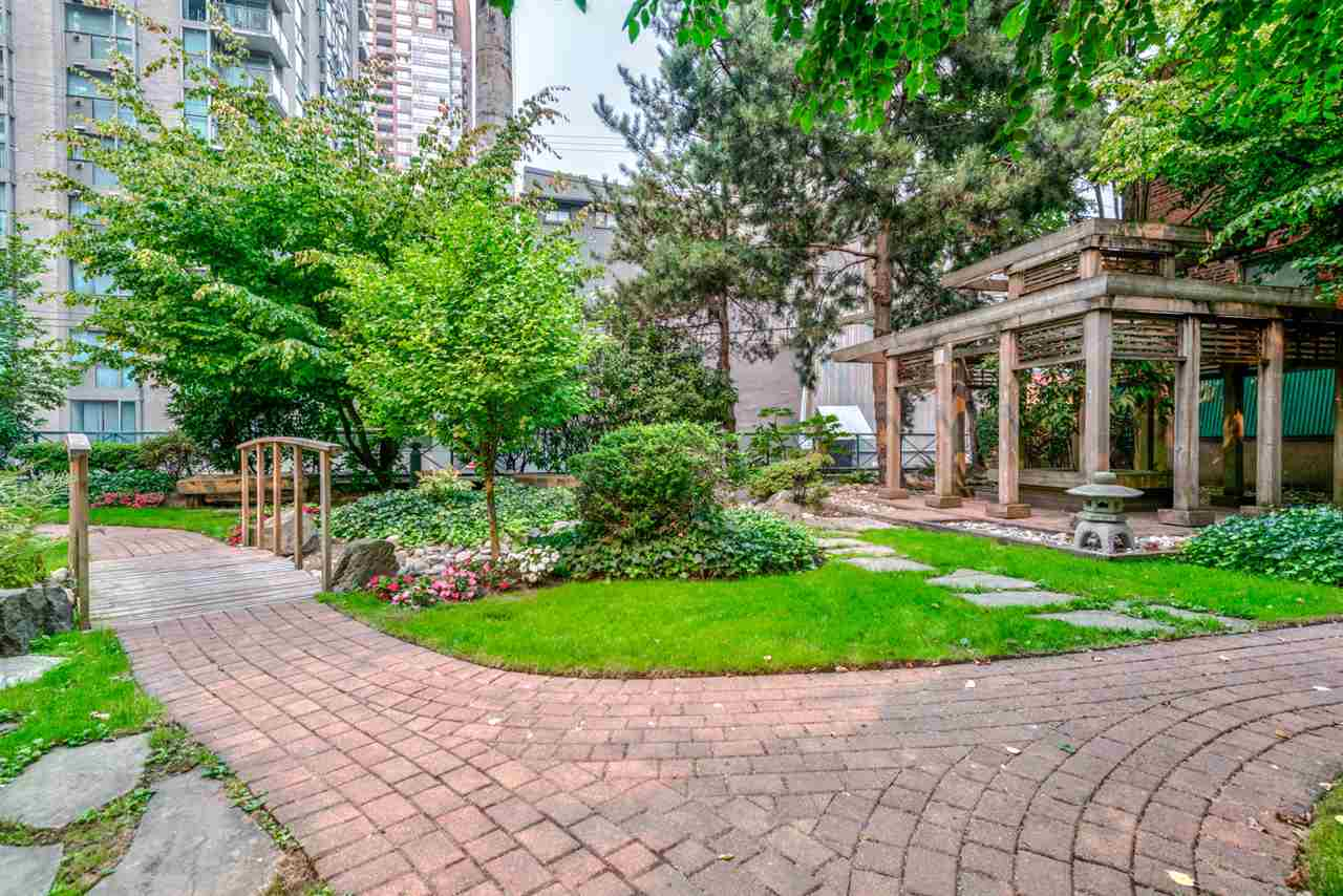 This Spacious 2 bedroom + Den, 2 bath + Solarium apartment located on the 12th floor of The Pinnacle is centrally located in the heart of Yaletown. With stunning false creek, mountain and city views.  1 parking + 1 locker, 24 hour concierge, gym, indoor pool, hot tub, steam room/sauna, Japanese garden, library, guest suites and visitor?s parking. Walking distance to financial district, yaletown shops, upscale lounges/restaurants, coffee shops, library, transit, false creek, seawall and much more. Pets & rentals welcome. Open house: Saturday, October 7 from 2:30pm to 4pm