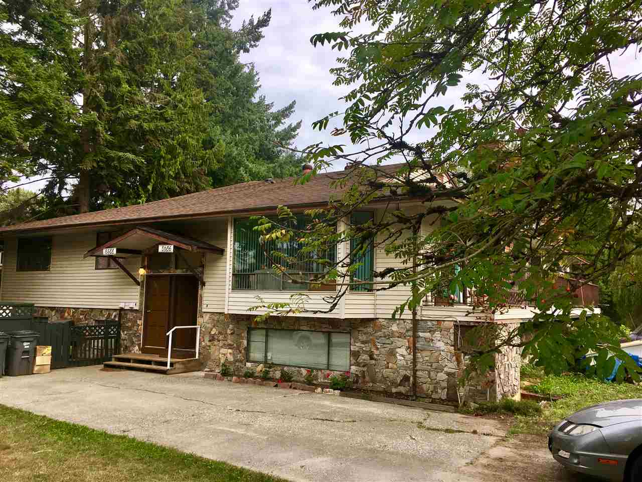 Bear Creek Estates - Large 3 bedroom, 2 full bath townhome located in a unique low density, 13 unit strata property on a private circular street. This is a lovely suite with 2 bay windows & a large deck off the livingroom. New Laminate Flooring looks stunning, main bathroom has a $15,000.00 jacuzzi walk in tub. Low maintenance fee of $134.00pm. Celebrate with your family & friends in the 'Park' outside your front door with plenty of parking for everyone. Located across the street from Bear Creek Park & is walking distance to transit, shopping & schools - Great location!