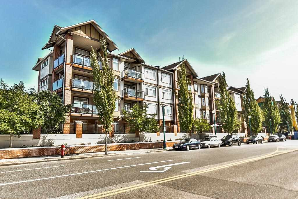 Welcome to Paddington Station, Located in the heart of Langley city & only steps away from shopping, restaurants, recreation, and transit. This corner South west facing corner unit boasts 2 large bedrooms, 2 full washrooms, a big kitchen & separate dining room area, a large living room plus a wrap around balcony. Location, Price, Quality, and loads of space! this one will not last long. Call to set up your private viewing.
