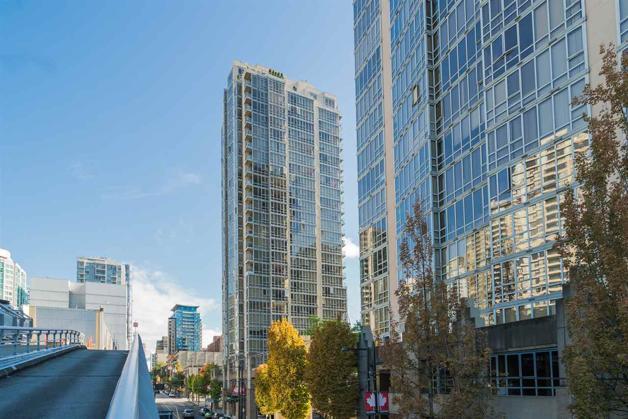 Large 2 bedroom, 2 bath and den 1,060 square feet unit at Pacific Landmark II. This is a well priced unit ideal for investor or owner occupier. Currently rented below market rate on term lease at $2,520, should be about $3,000 on renewal. Also a great unit for owner occupier to come in update and build value. Excellent amenities with 1 underground parking. Nice view, southwest corner on 19th floor in Yaletown.