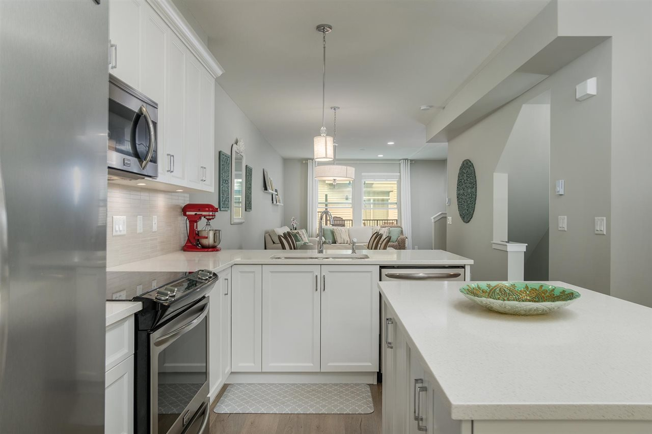 Welcome home to Blackberry Walk 2 - The most sought after town home development in Sullivan. This home offers 3 bedrooms, 2.5 bathrooms across 1,389 SF with double/tandem garage. Upgrades include a functional kitchen island, powder room on the main floor for your guests, pot lights in the kitchen and living room, heated bathroom floors above. Quartz countertops throughout the home, soft close white shaker style cabinetry and gourmet stainless steel appliances in the kitchen. Above has 3 bedrooms where you can raise your family including vaulted ceilings and a walk-in closet in the Master Bedroom plus a fenced yard below. You must see this home to truly appreciate it. It?s so nice you?d think it was a current show home! Close to absolutely everything.