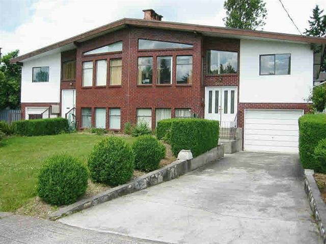 Rarely available 1/2 duplex in one of North Burnaby's best neighbourhoods. Close to schools, transit and shopping. Huge yard, loads of parking and 1 bedroom suite with own laundry. Great property for a two family purchase as other side is available for sale 6947 Winch MLS# R2208703