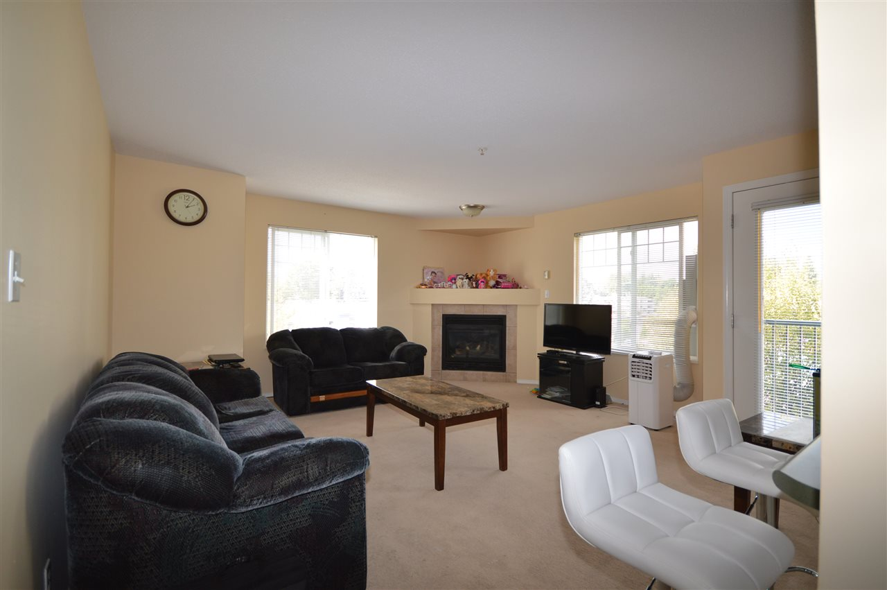Well kept 1043 sqft, CORNER unit in desirable Stonecroft Estates. Great open living space with natural light from North/West exposure. Two large bedrooms with 2 full bathrooms and good size laundry room. New Stainless Steel appliances with extended warranty, Close to shopping and commute. RENTALS ALLOWED. NO AGE RESTRICTION.