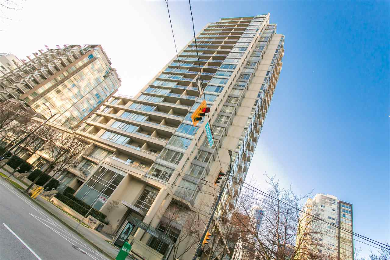 18th floor 1bdrm + den available at The Miro on Richards. This high floor unit features gorgeous south facing city views. Luxury features such as a private balcony, gas stove, granite countertops and walk in closet. Parking + rent out one of the TWO storage lockers. Pets and rentals allowed.